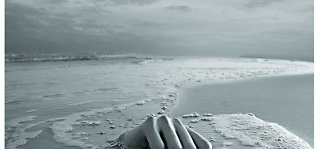 Vorrei… Vorrei trovarmi su una nave, nel bel mezzo dell'oceano, e naufragare. L'adrenalina che corre in tutte le direzioni. Corro… in tutte le direzioni. Nessuna scialuppa è rimasta. Vorrei aver […]
