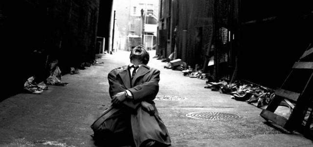 La Paura mi svigorisce… le gambe tutte le volte che devo uscire di casa e andare da lei, da lui, da qualcuno, da chiunque. La paura della gente. L'imbarazzo, l'inadeguatezza. […]