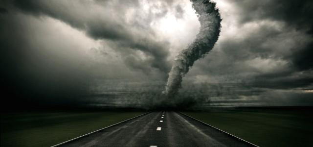 Il paesaggio distrutto dal passaggio del Tornado. Amo la desolazione, la Distruzione. Amo la disperazione. Amo la ri-Unione. Aiutarsi. Aggiustarsi. E ricominciare. Come nella vita. Rottura e addio. Poi la […]